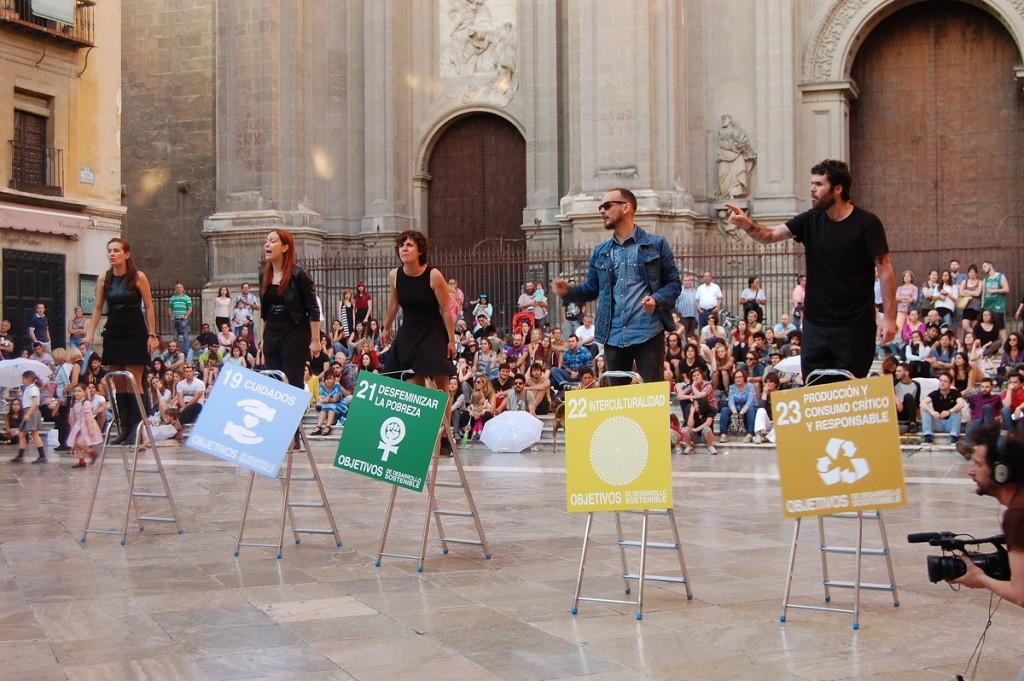 Acción artivista del proyecto Activarte: Comunicación global, arte y transformación local